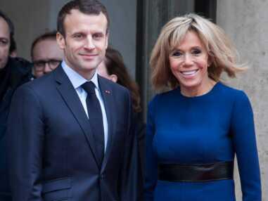 Brigitte Macron très élégante en robe bleue cintrée Louis Vuitton