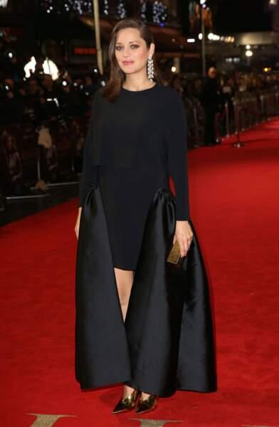 À Londres, Marion Cotillard foulait le tapis rouge pour le film Alliés, habillée par Stella McCartney