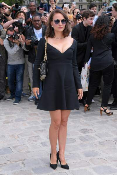 Natalie Portman, sexy en robe décolletée Dior