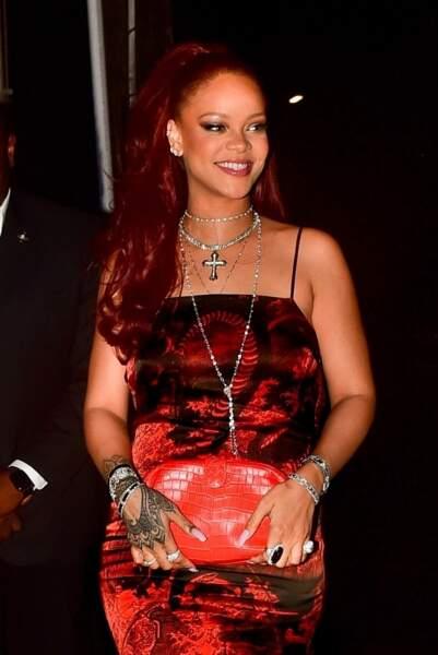 Rihanna met en valeur ses yeux verts avec cette coloration tendance