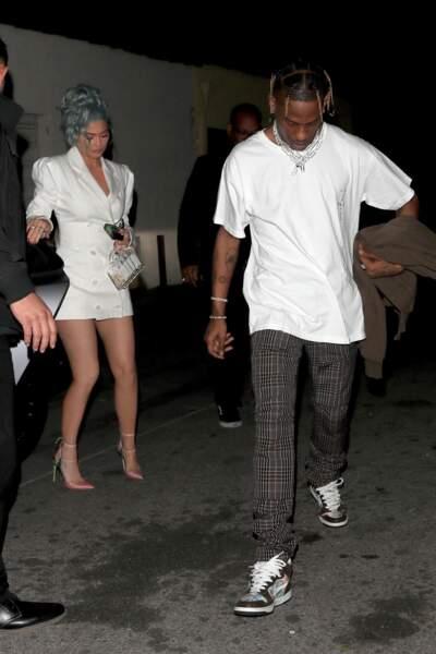 Kylie Jenner a choisi le même modèle que Meghan Markle mais en version manches longues