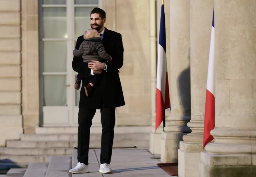 Nicolas Karabatic et son petit Alek né le 7 avril dernier.