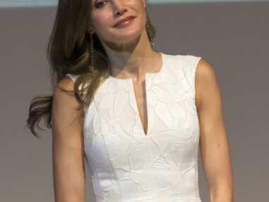 letizia d'Espagne en robe blanche décolletée et brushing nickel