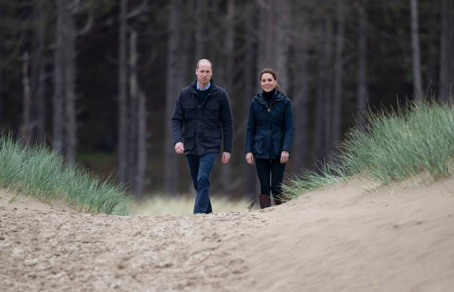 Kate Middleton et le prince William arrivant sur la plage de Newborough, au pays de Galles, le 8 mai 2019