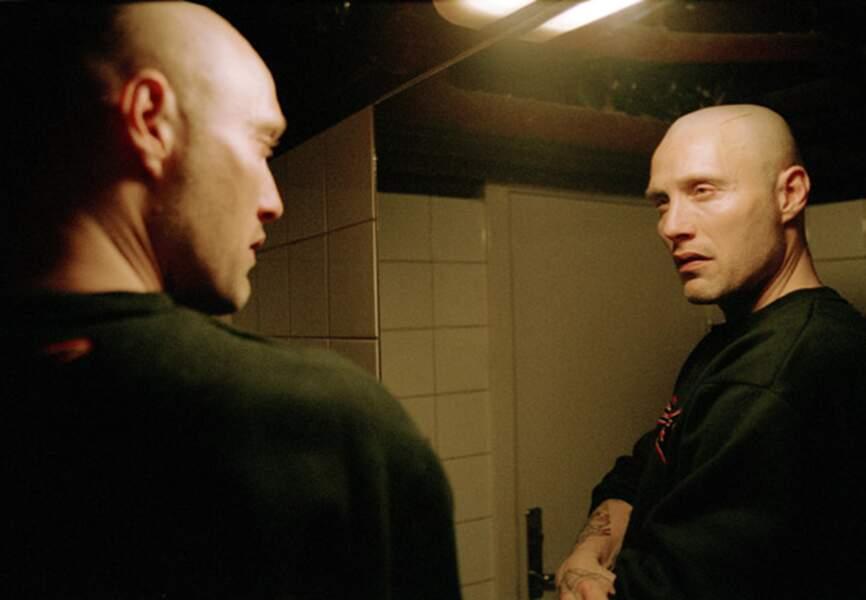"""Tony, le gros dur au crâne rasé dans la trilogie """"Pusher"""". Immersion dans le monde de la drogue au Danemark"""