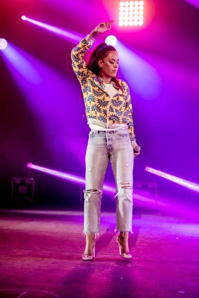 """Amel Bent lors de la 8ème édition du concert caritatif """"Une nuit à Makala"""", le 19 mars 2019"""