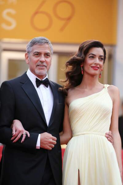 """George et Amal Clooney lors de la montée des marches de """"Money Monster"""" en 2016"""