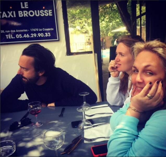 Valérie Damidot toujours le sourire aux lèvres en vacances et en général