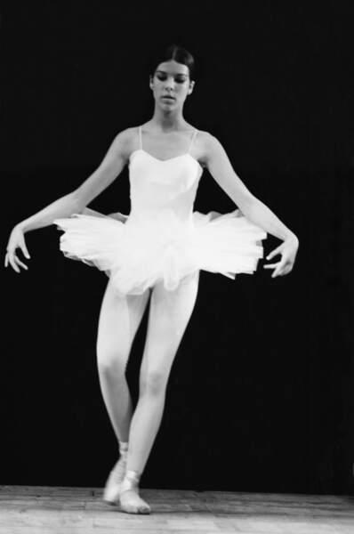 Caroline de Monaco, jeune fille gracieuse lors d'un gala de danse à Monaco, à la fin des années 1960
