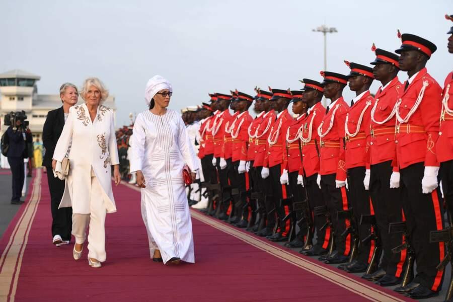 Camilla, à l'aéroport de Banjul, en Gambie, le 31 octobre 2018.