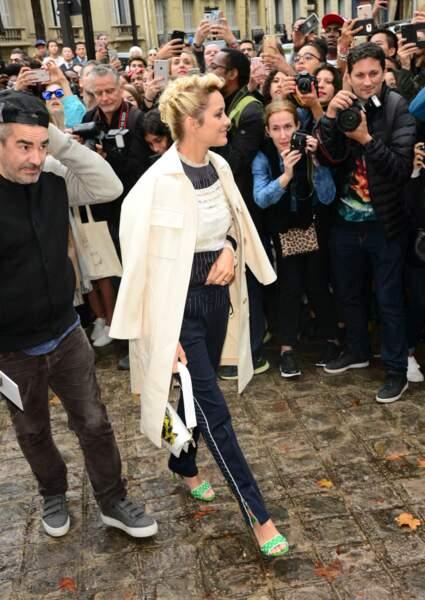 Marion Cotillard très chic pour son arrivée au défilé Valentino