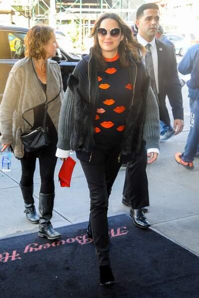 Marion Cotillard, à New York, 16 novembre 2016, porte le pantalon Carrie.