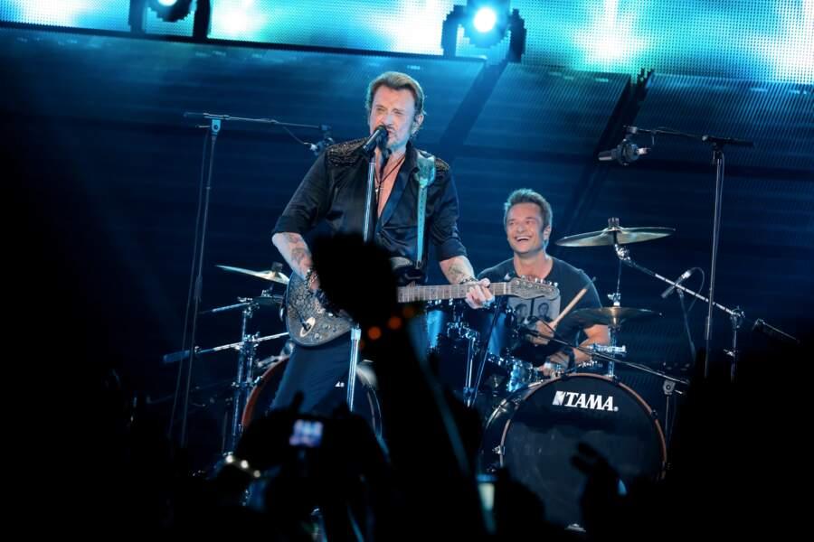 """David et Johnny Hallyday sur scène lors de la tournée """"Born Rocker Tour"""" à Bercy le 15 juin 2013"""