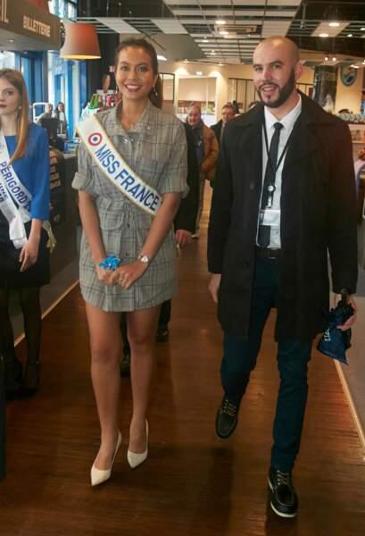 Vaimalama Chaves, Miss France 2019, portait une robe courte à carreaux