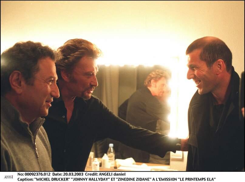 """Zinédine Zidane avec Michel Drucker et Johnny Hallyday en 2003 dans les coulisses de l'émission """"Le Printemps ELA"""""""