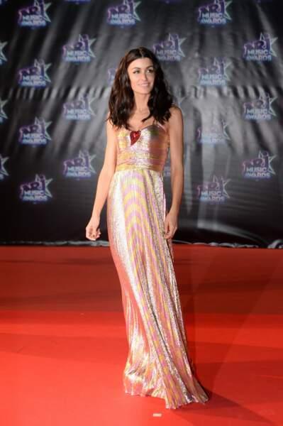 Décidément, Jenifer signe ses looks des NRJ Music Awards en paillettes, comme ici en 2016.