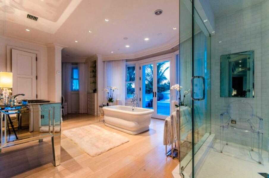 La salle de bain moderne de Céline Dion
