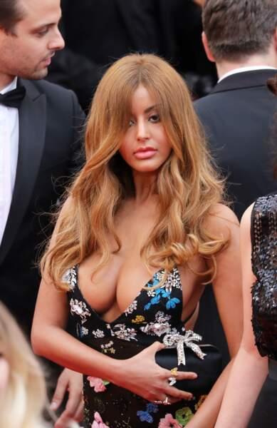 Zahia a choisi une tenue très sexy pour monter les marches du Festival de Cannes cette année