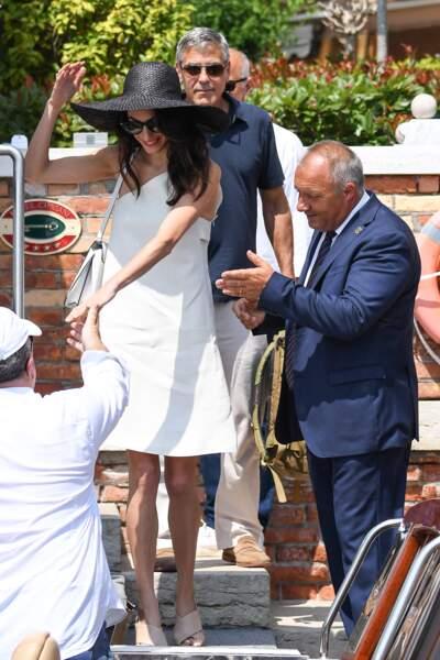 Amal Clooney s'est ensuite dirigée avec un bateau taxi avec son mari George