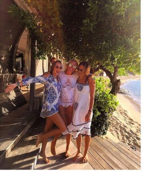 Emma Smet pose avec sa sœur et sa maman