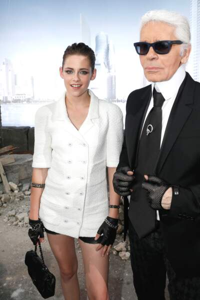 Kristen Stewart et Karl Lagerfeld au défilé Chanel au Grand Palais à Paris en 2013