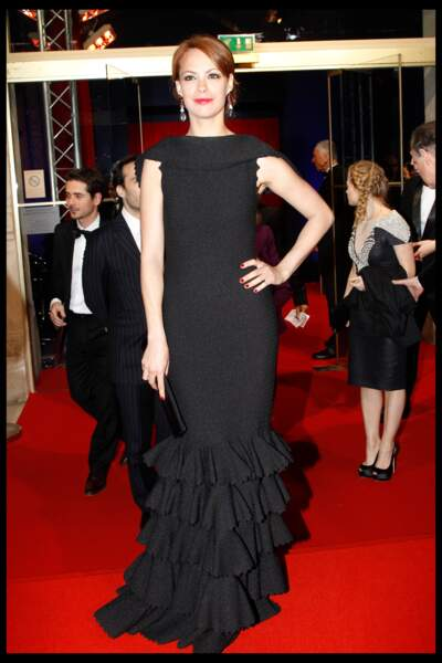 """Bérénice Béjo, dans une robe noire Alaïa, remporte le César en 2012 pour son rôle dans """"The Artist"""""""