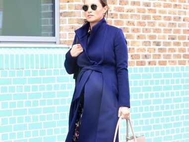PHOTOS - Pippa Middleton radieuse en manteau chic et baskets branchées à quelques jours de son accouchement