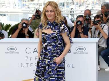 Photos - Cannes 2018 : Vanessa Paradis en robe bleue imprimée signée Chanel