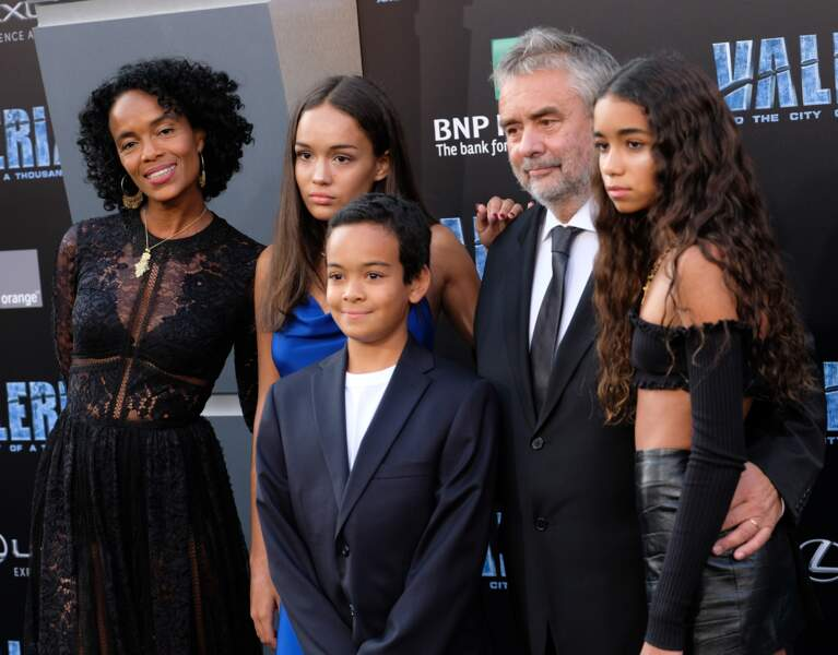 Luc Besson avec sa femme Virginie Besson-Silla et ses enfants Thalia, Sateen et Mao le 17 juillet 2017