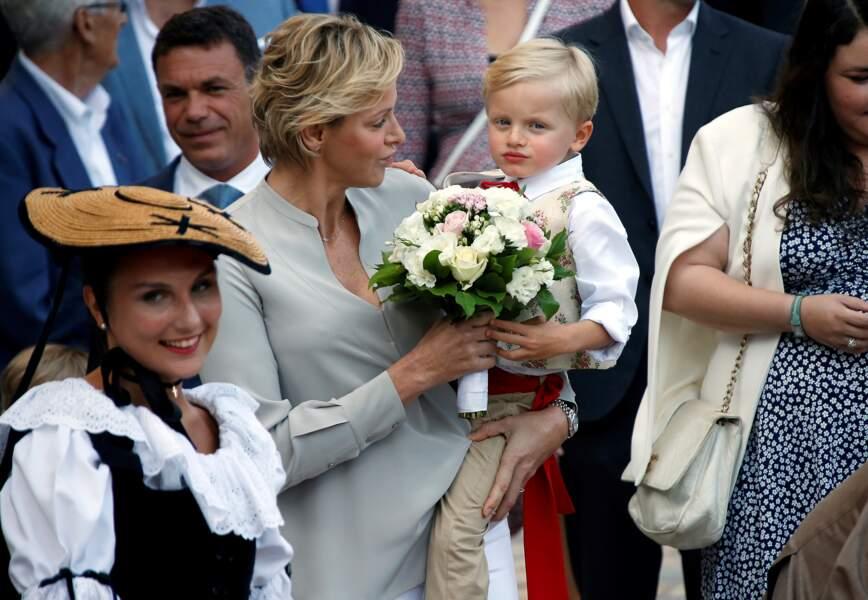 Charlène de Monaco laisse pousser ses cheveux ondulés