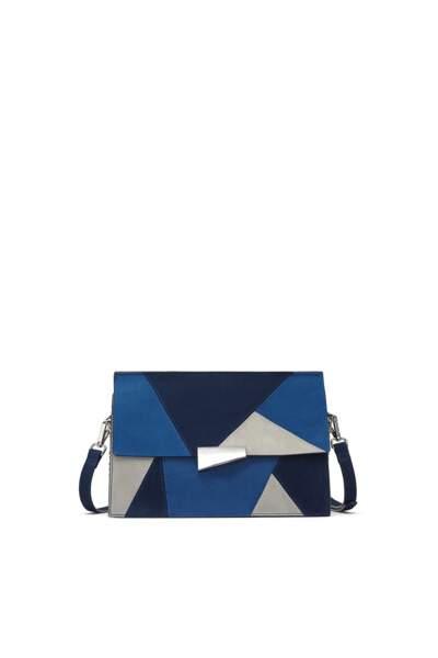 Mosaïque, besace à empiècements bleus, 50 € (Zara).