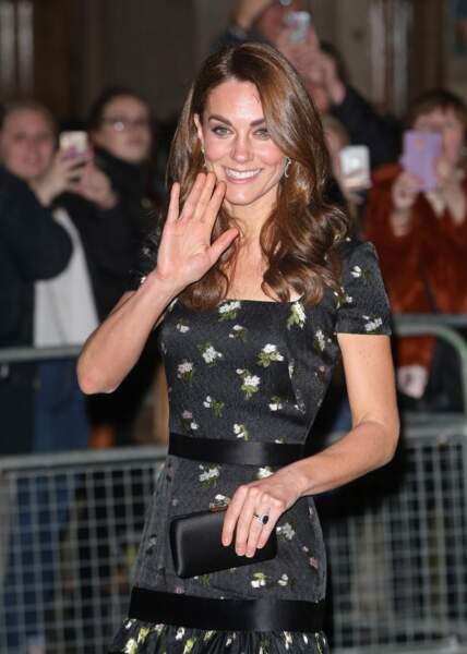 En 2019 Kate Middleton a simplement fait coudre des manches à sa robe Alexander McQueen pour la customiser