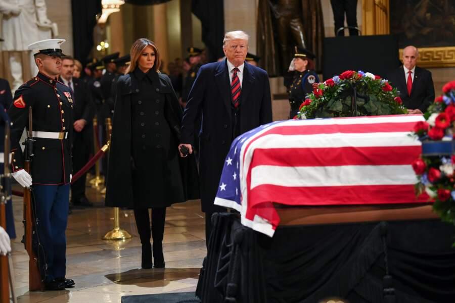 Melania et Donald Trump sont restés main dans la main pour se recueillir