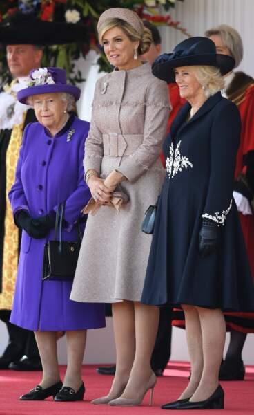 En bleu navy pour l'arrivée du couple royal des Pays-Bas, à Buckingham, le 23 octobre 2018.