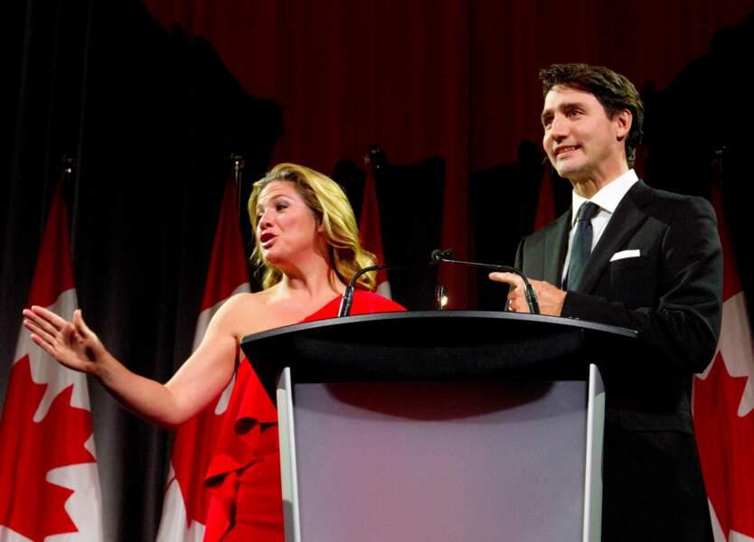 Le premier ministre très complice avec sa femme après un discours politique au Canada