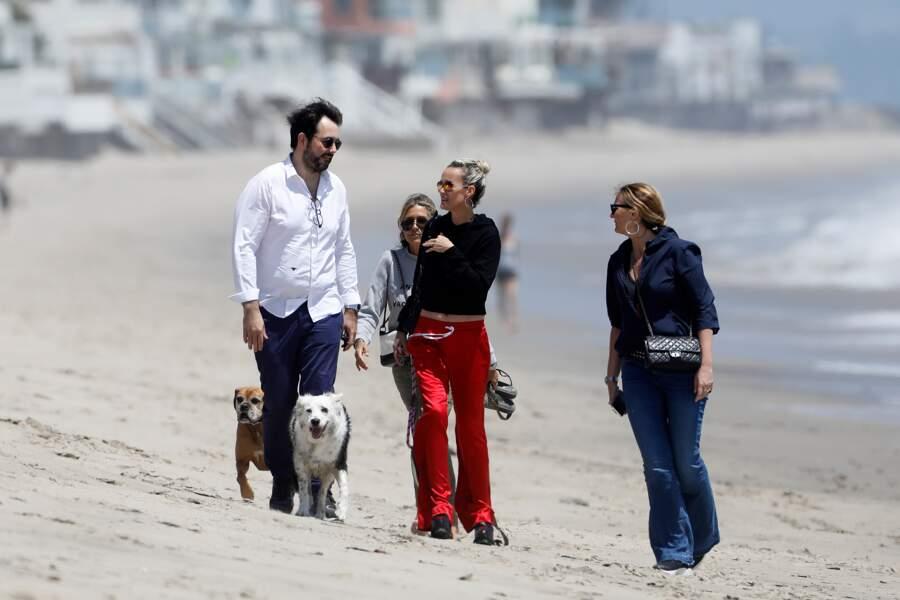 Laeticia Hallyday sur la plage de Malibu avec le chef Jean-François Piège et son épouse Élodie.