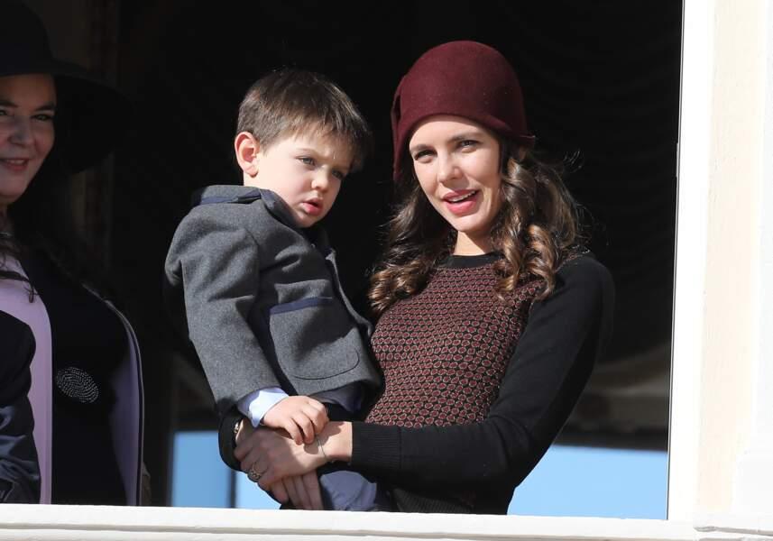 Charlotte Casiraghi et son fils Raphaël au balcon du palais lors de la fête nationale à Monaco, le 19 novembre 2018