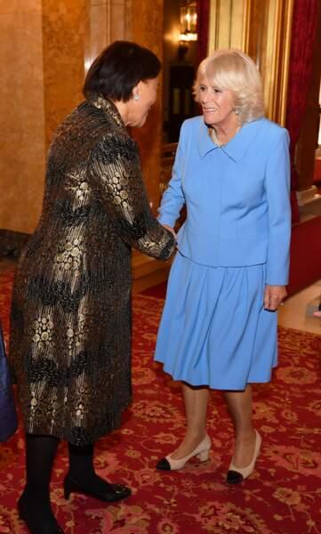 En bleu lavande pour fêter les 150 ans de la Royal Commonwealth Society, à Lancaster House, le 17 octobre 2018.