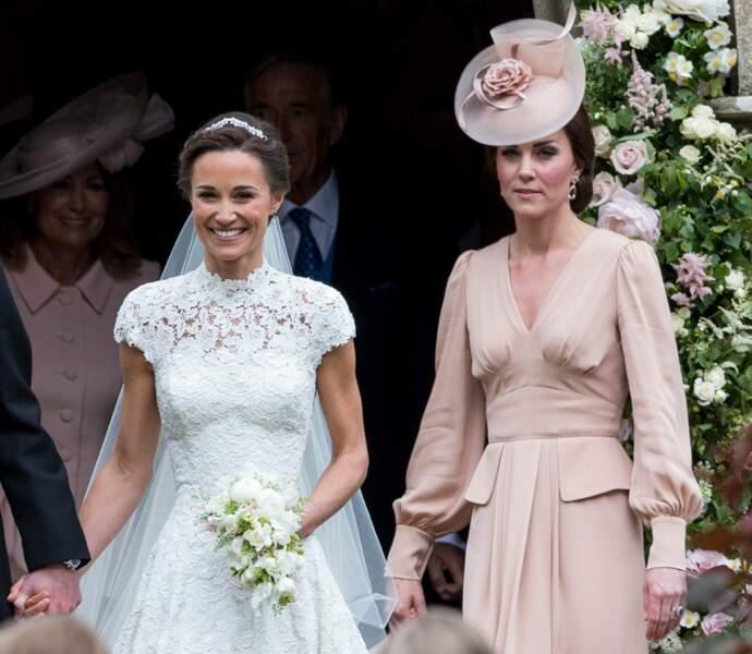 Fait très rare auparavent, Kate porte désormais des bibis, ces petits chapeaux qu'affectionne la famille royale