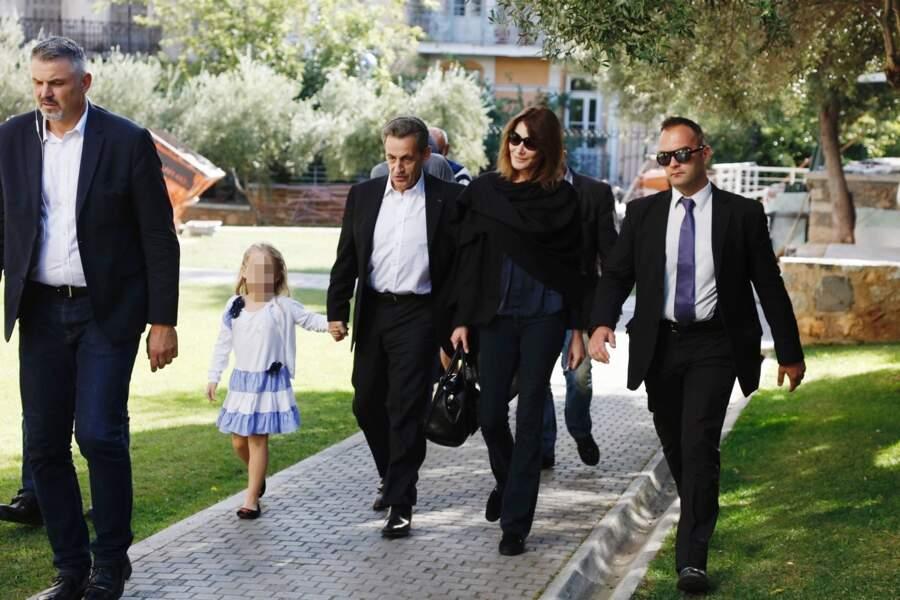 Nicolas, Carla et Giulia Sarkozy arrivent au musée de l'Acropole, à Athènes, le 24 octobre 2017