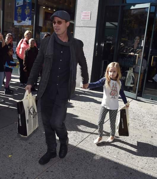 Vivienne, avec papa, à leur sortie de Barnes & Noble, à New York, en novembre 2015.