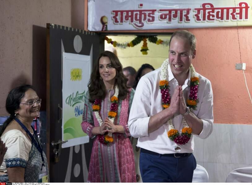Souriants et avenants, le duc et la duchesse de Cambridge vont de rencontre en rencontre