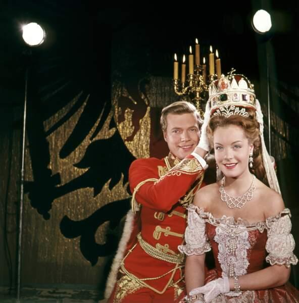 """Karlheinz Böhm et Romy Schneider dans """"Sissi"""" en 1957"""