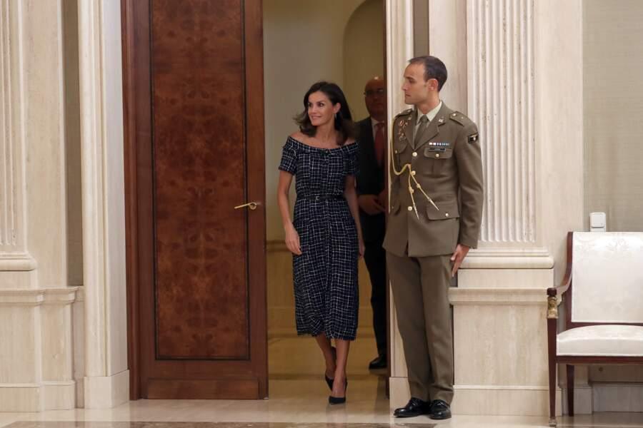 Letizia d'Espagne a une nouvelle fois opté pour un look sobre et chic ce mardi 16 juillet