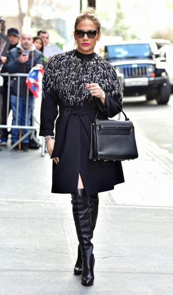 Choisissez un manteau hors du commun. Manteau Jenny Packham