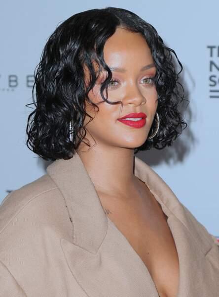Le carré façon wet hair comme Rihanna