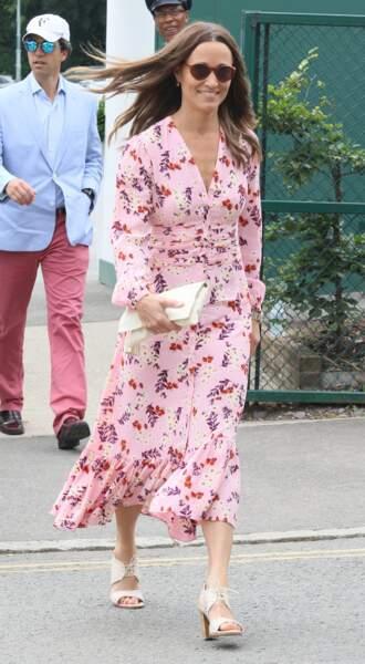 Pippa Middleton était ravissante en robe rose à fleurs pour assister à la finale de Wimbledon