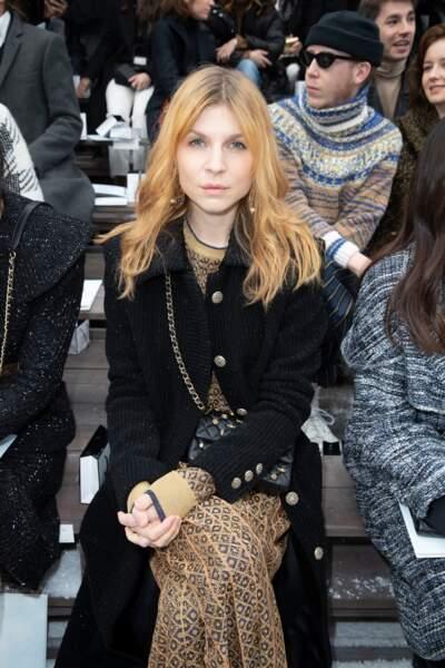 Clémence Poésy a pris place au premier rang du défilé Chanel hommage à Karl Lagerfeld.