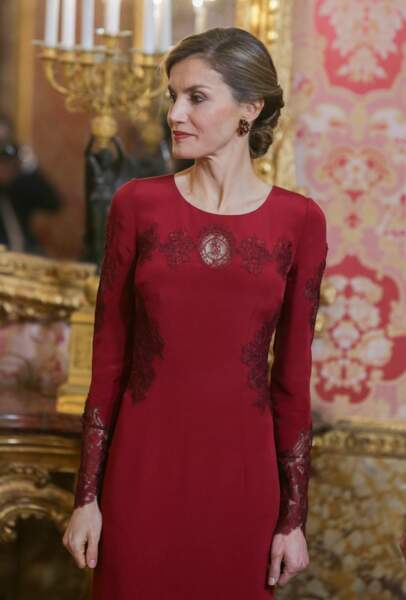 Sublime dans sa robe rouge