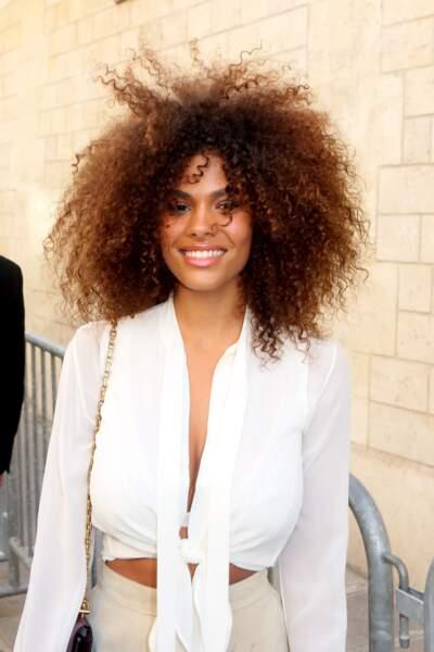 Tina Kunakey est sublime avec ce nappy hair volumineux.